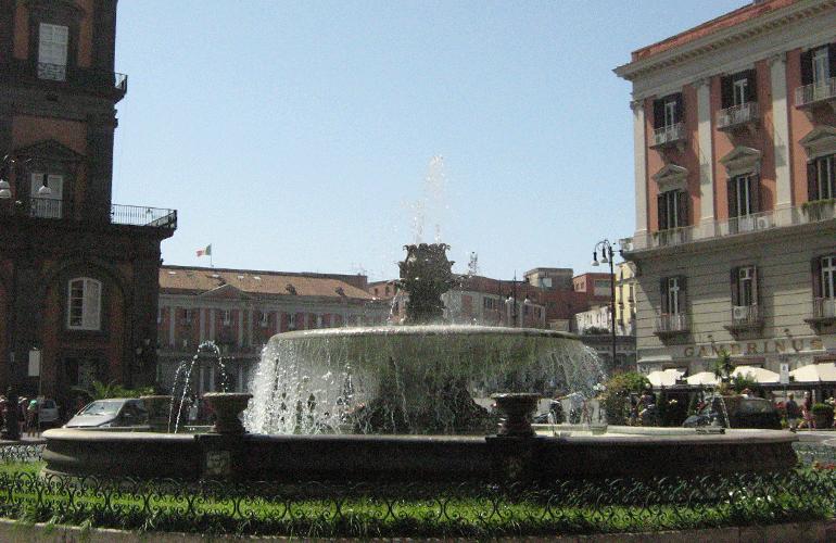 """La fontana del """"Carciofo"""" di piazza Trieste e Trento"""