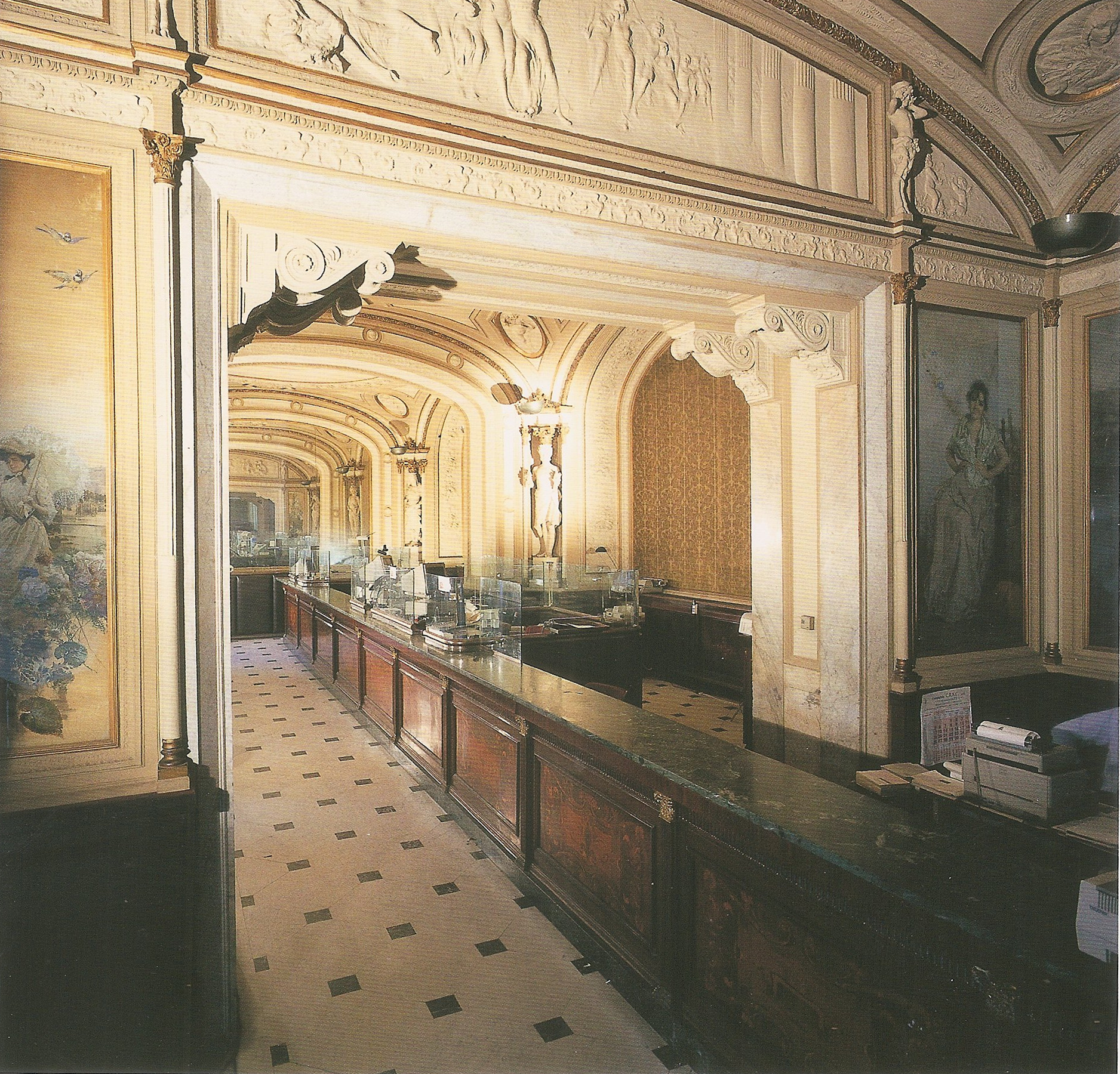 The Banco di Napoli at the Gambrinus