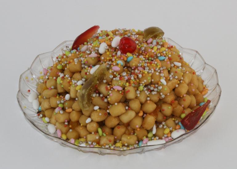 Neapolitan struffoli: the recipe of Gran Caffè Gambrinus