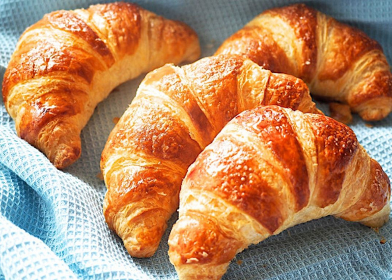 History and curiosity about the croissant