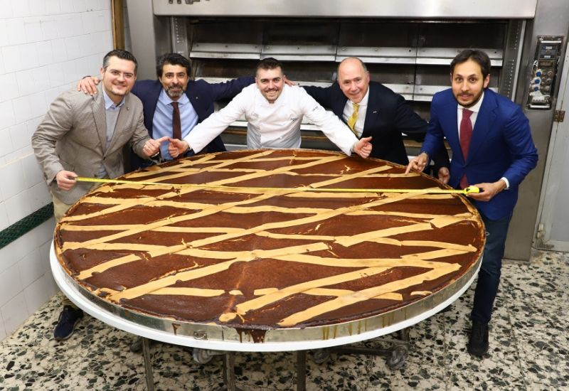 The largest pastiera in the world has been baked in Naples!