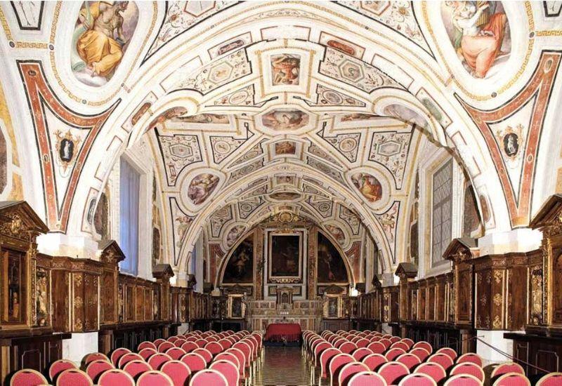 Saint'Anna of the Lombardi: the historic Neapolitan church