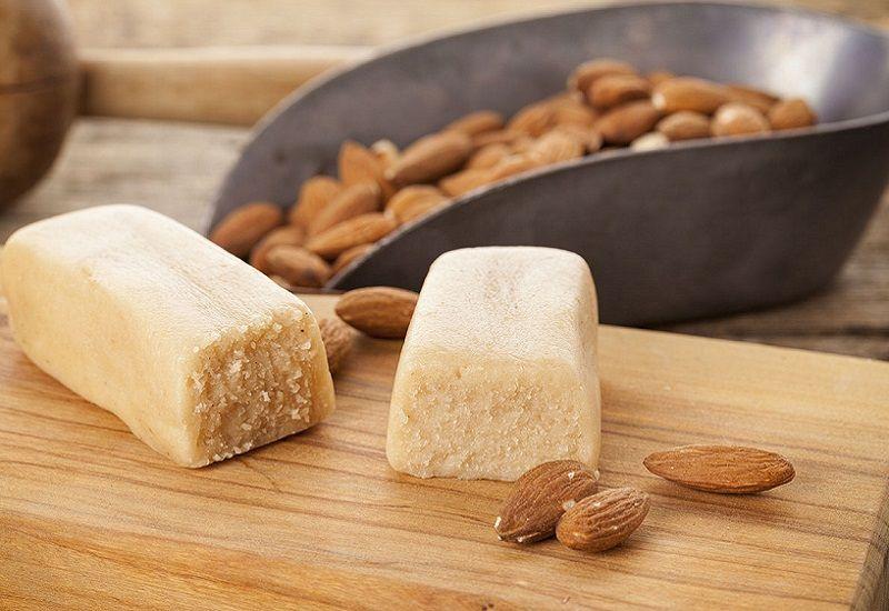 Storia e curiosità della pasta di mandorle