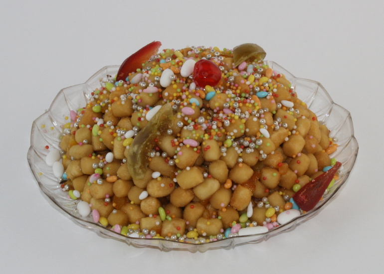 Neapolitan struffoli: the recipe of Gran Caffè Gambrinus