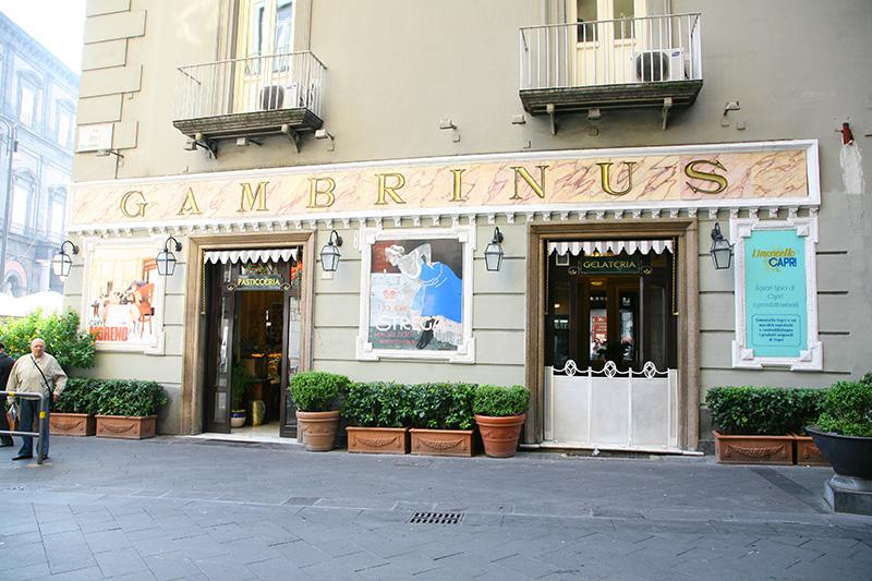 Gambrinus, Street Chiaia
